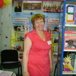Любовь Александровна Кондратьева на фоне выставочного стенда